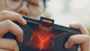 Lenovo Legion Pro Videsunda Eller Cihazı Eti Göstermektedir