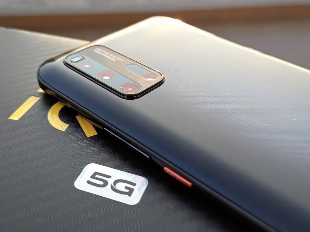 iQOO 5 Pro, 120W Hızlı Şarj, 120Hz Kavisli Ekran ve 50MP Üçlü Kamerayla Piyasaya Sürüldü