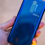 Realme'den telefonlarda bulunan adaptör hakkında gönderme!