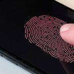 Apple, Antenleri ve Dokunmatik Kimliği Ekrana Yerleştirmek Adına