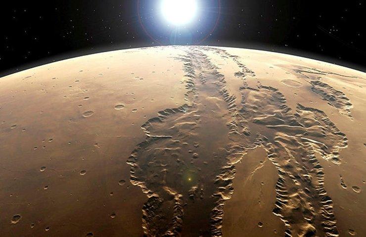 NASA, devasa Mars kanyonunun yeni görüntülerini gösteriyor !