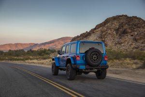 Jeep Wrangler 4xe sahipleri özel arazi aracı şarj cihazlarına kavuşuyor