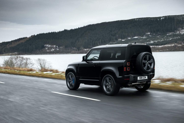2022 Land Rover Defender V8, 518 hp'yi SUV simgesine getiriyor
