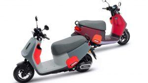 Gogoro VIVA MIX, 6 saniyelik pil değişimine sahip alacalı bir e-scooter