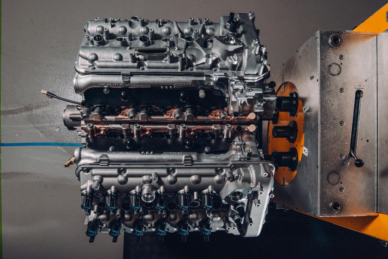İşte dünyadaki en gelişmiş 12 silindirli motora sahip olan araç ! 2021