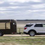 2021 Ford Explorer King Ranch, kahverengi deri ve Batı cazibesini andırıyor