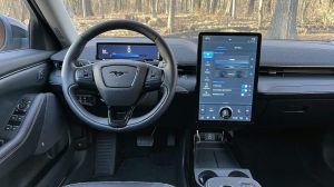 2021 Ford Mustang Mach-E İncelemesi - Rozetin Ötesinde