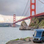 Amazon'un Rivian elektrikli minibüsleri yeni bir şehre ulaşıyor ve zorlu bir meydan okumayla yüzleşiyor