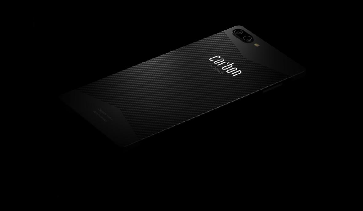 Carbon 1 Mark II adlı soğuk karbon fiber akıllı telefon son derece hafiftir