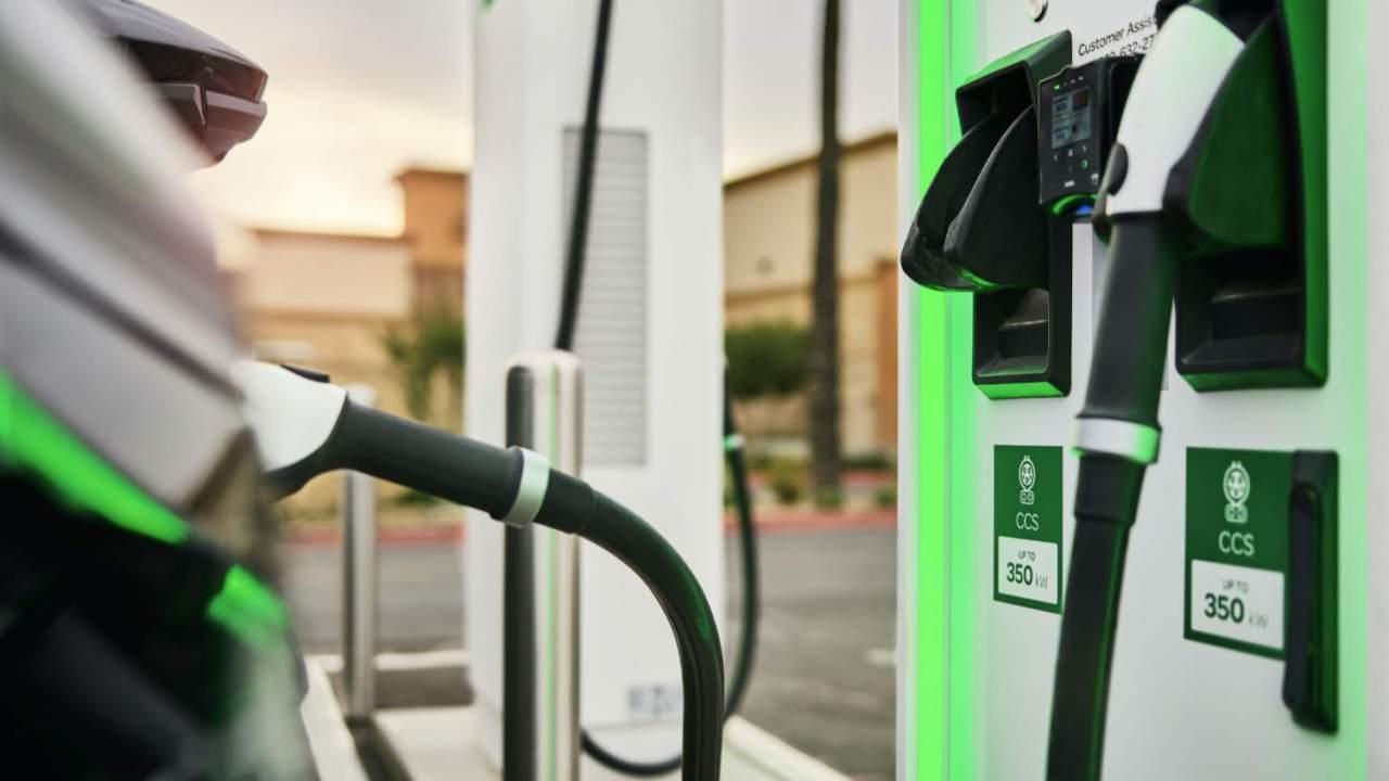 EV Şarjı Açıklaması: Evde ve yolda en hızlı şarj cihazları