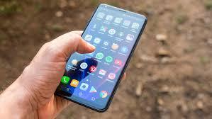 LG, premium telefonları için resmi olarak üç yıllık güncellemeyi taahhüt ediyor
